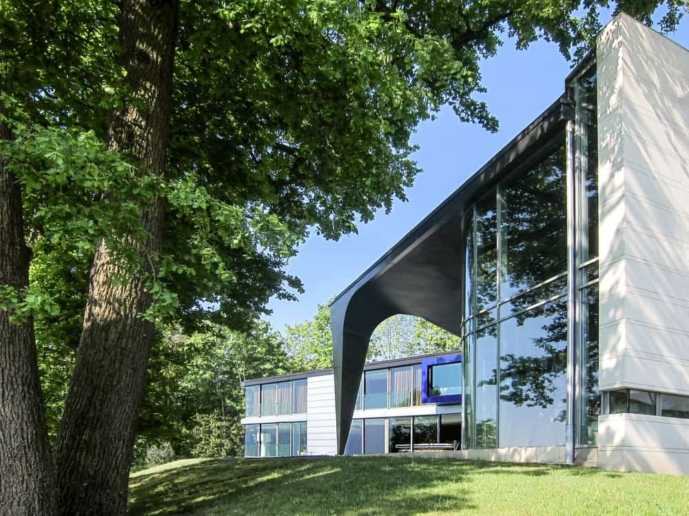 Rear exterior view of the Lake House designed by ARRCC.