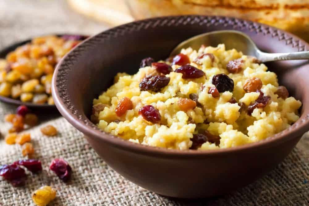 Porridge with cranberries and raisins.