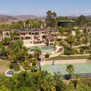 Aerial view of the mansion showcasing its gorgeous exterior and the exciting outdoor amenities. Images courtesy of Toptenrealestatedeals.com.