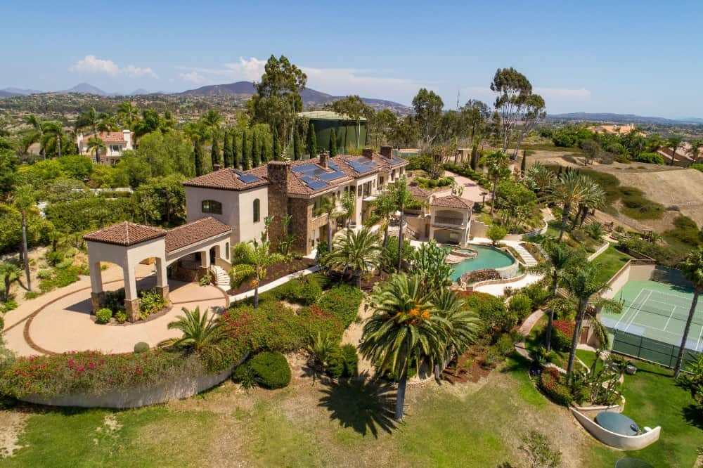Another aerial view boasting the mansion's gorgeous exterior and lush landscaping greenery. Images courtesy of Toptenrealestatedeals.com.