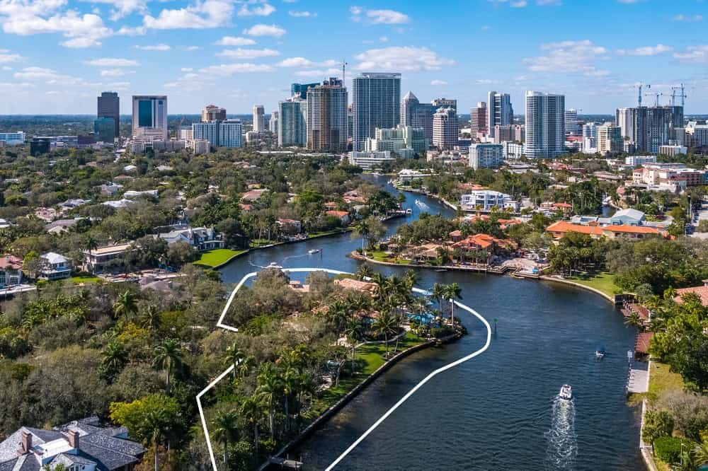 This farther aerial shot that still shows the property line flaunts of the amazing city skyline view just and the serene winding river as if the property affords you a front row seat to the beautiful scenic views. Images courtesy of Toptenrealestatedeals.com.