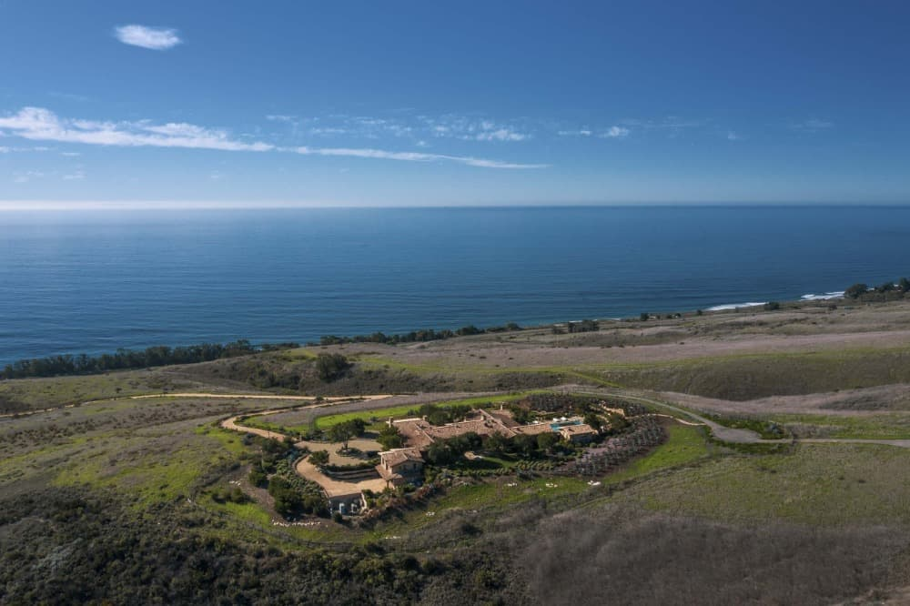 This aerial view focuses on house's range and its walkway leading to the beach. Images courtesy of Toptenrealestatedeals.com.