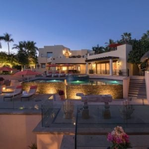This wide view of the large backyard of the house boasts of its beautiful beige exterior walls surrounded by various luxuries like the pool, patios and bar areas. Images courtesy of Toptenrealestatedeals.com.