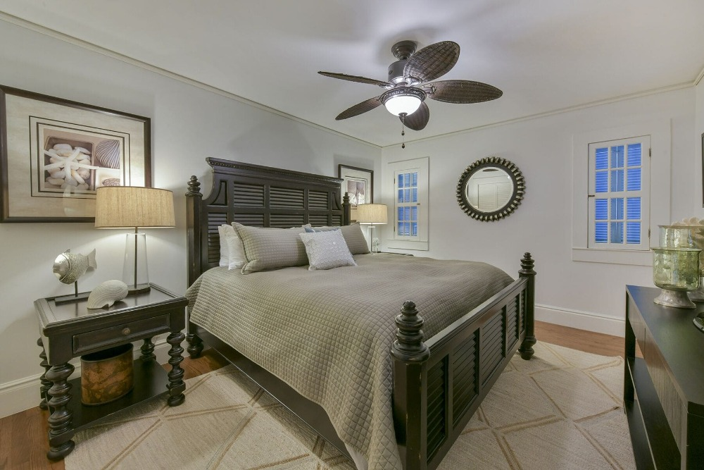 This bedroom offers a classy bed setup lighted by table lamps on both sides. Images courtesy of Toptenrealestatedeals.com.