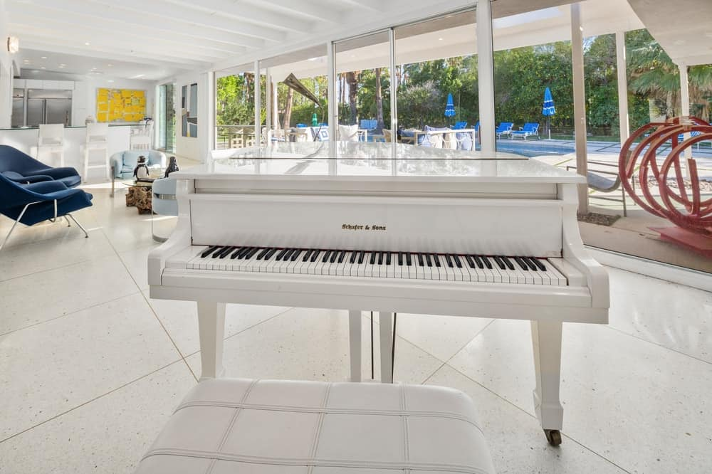 The white sleek piano matches well with the white tall ceiling and white flooring tiles. Images courtesy of Toptenrealestatedeals.com.