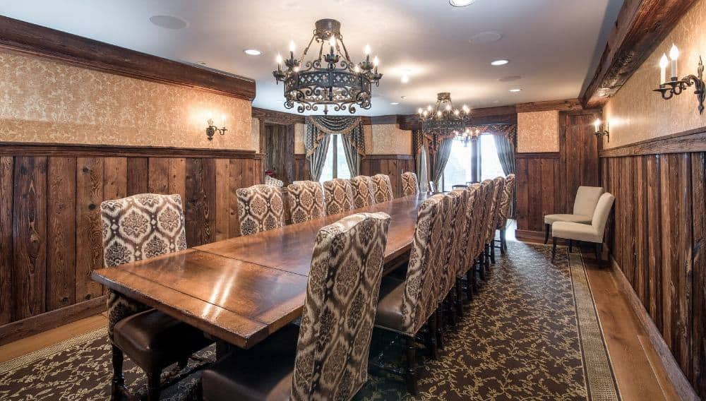 A side view of the dining room's dining table set paired with a set of luxurious seats. Images courtesy of Toptenrealestatedeals.com.