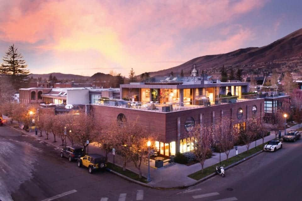 This is the aerial look at the beautiful penthouse in downtown Aspen. There are an abundance of glass walls and open walls that spill warm yellow lights on the deck of the penthouse. Images courtesy of Toptenrealestatedeals.com.