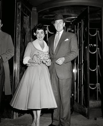 A full body portrait photo of Elizabeth Taylor and Michael Wilding. Images courtesy of Toptenrealestatedeals.com.