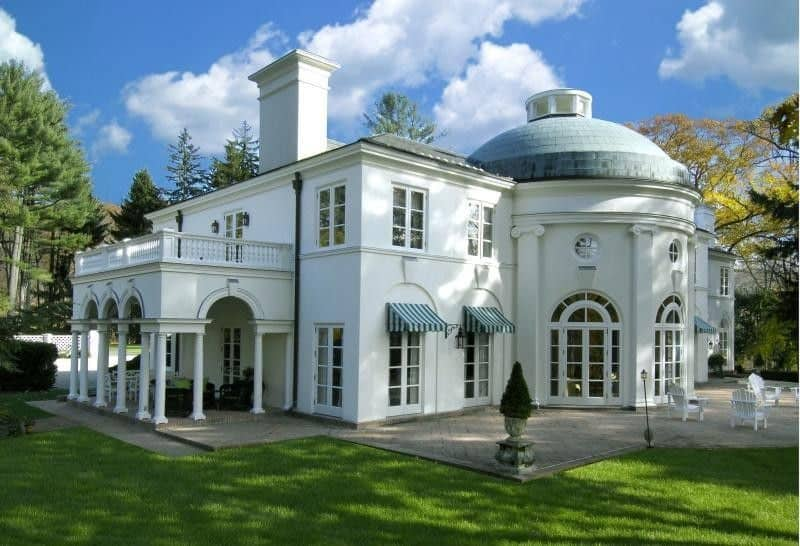 This view of the back of the house feature the elegant light tone of the exterior walls complemented by the arched glass windows and matching arches of the covered patio. Images courtesy of Toptenrealestatedeals.com.