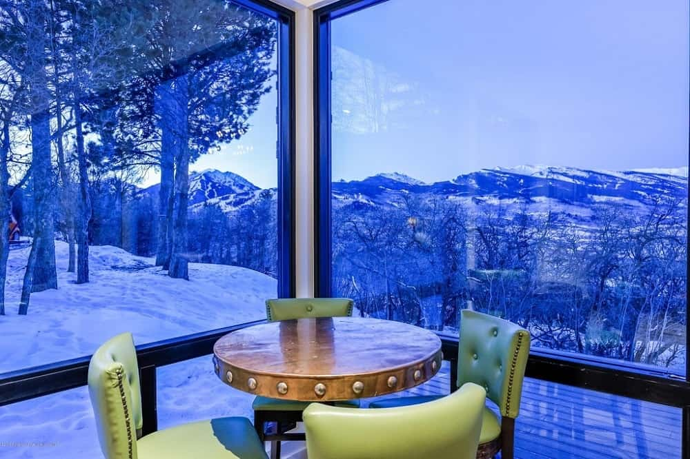 Those same mountain scenery is also the background of this corner that has a small round wooden table surrounded by green cushioned chairs perfect for board games. Images courtesy of Toptenrealestatedeals.com.