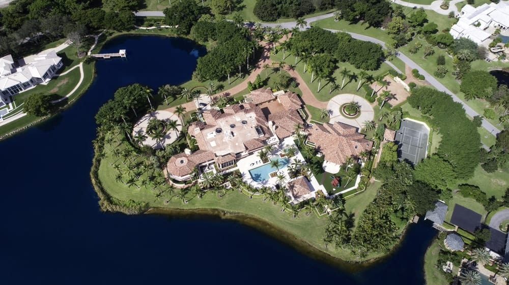 This aerial view of the whole property shows its immense area that is surrounded by water on three sides. Images courtesy of Toptenrealestatedeals.com.