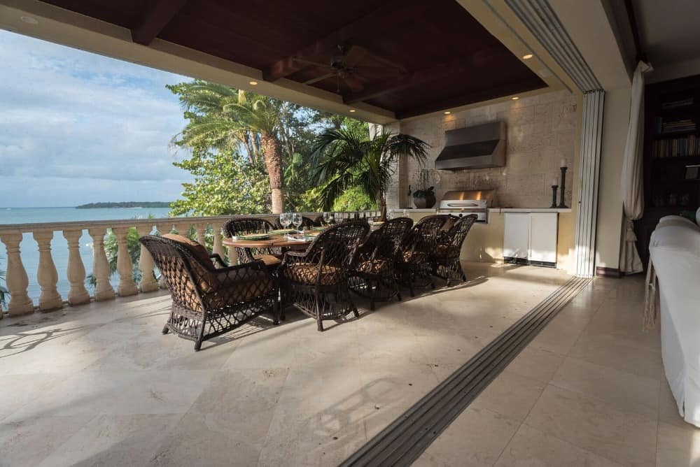 A look at the outdoor kitchen and the romantic waterside dining with a gorgeous ocean view. Images courtesy of Toptenrealestatedeals.com.