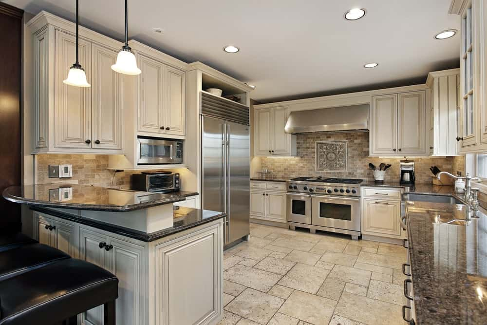 The L-shaped peninsula of this kitchen has a second tier for the breakfast bar.