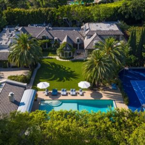 Aerial view of the mansion featuring the gorgeous garden, the stunning swimming pool and the tennis court. Images courtesy of Toptenrealestatedeals.com.
