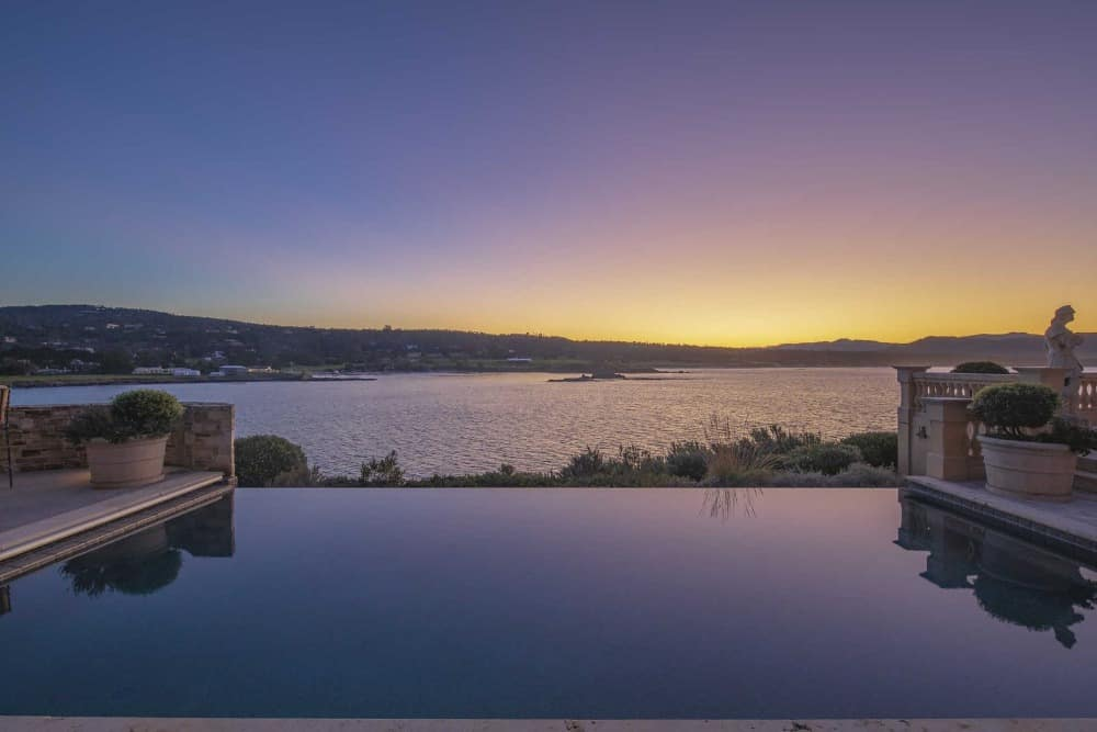 A focused look at the stunning view of the sea and the sky, taken from the infinity swimming pool. Images courtesy of Toptenrealestatedeals.com.