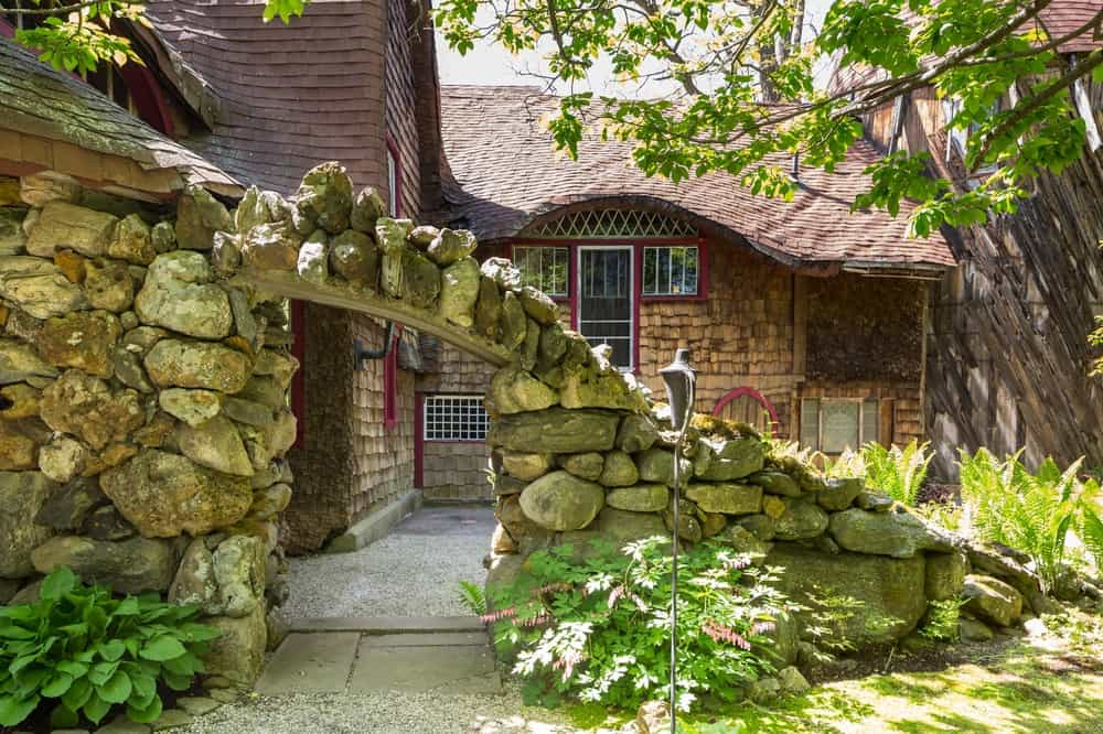 This is a rustic stone archway into the Gingerbread house that seems to add to the over-all charm of the house. Images courtesy of Toptenrealestatedeals.com.