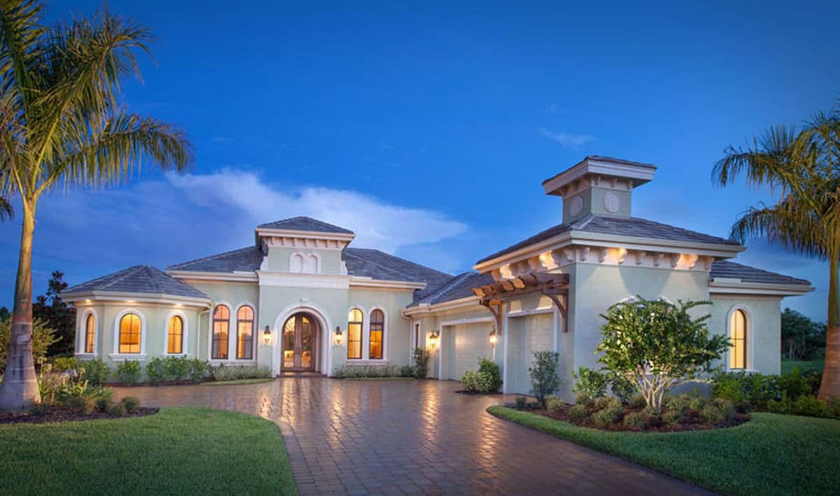 Two-Story Mediterranean Style Mansion with Rotunda (5-Bed Floor Plan)