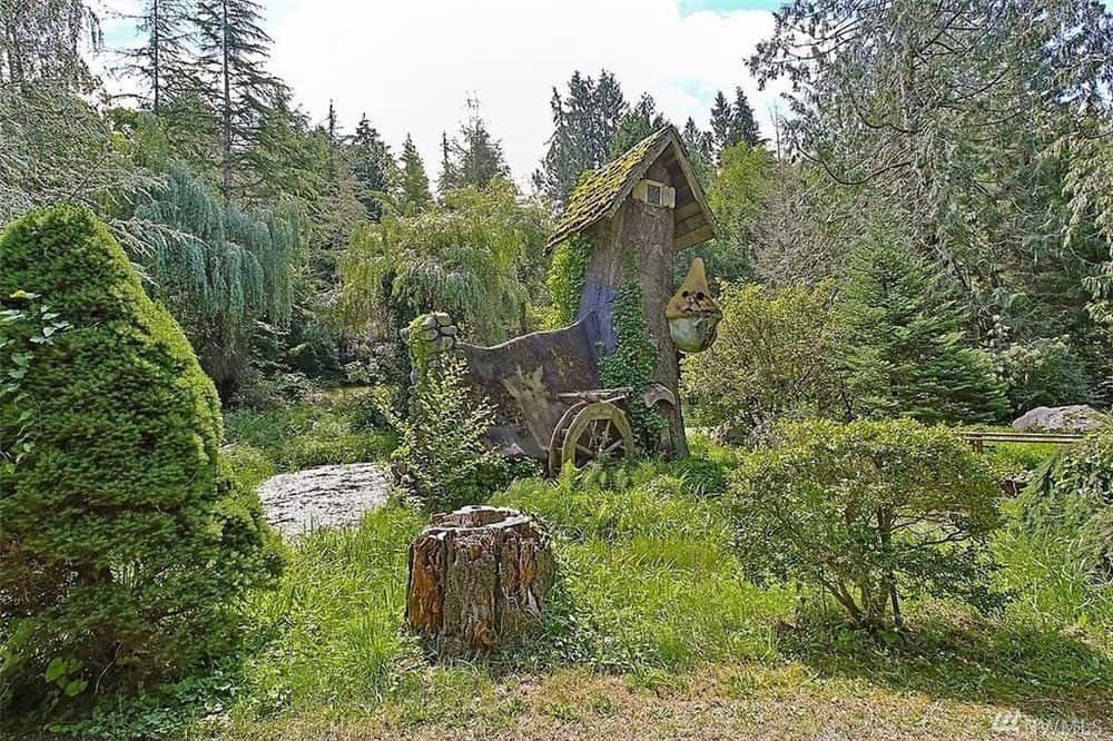 The gorgeous cottage is surrounded by thick foliage and fruit-bearing trees with various shrubbery. Images courtesy of Toptenrealestatedeals.com.