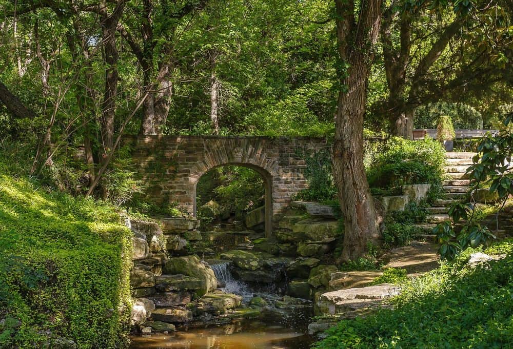 This part of the landscaping give a fantastical and rustic vibe that adds to the charm of tall trees and creek. Images courtesy of Toptenrealestatedeals.com.