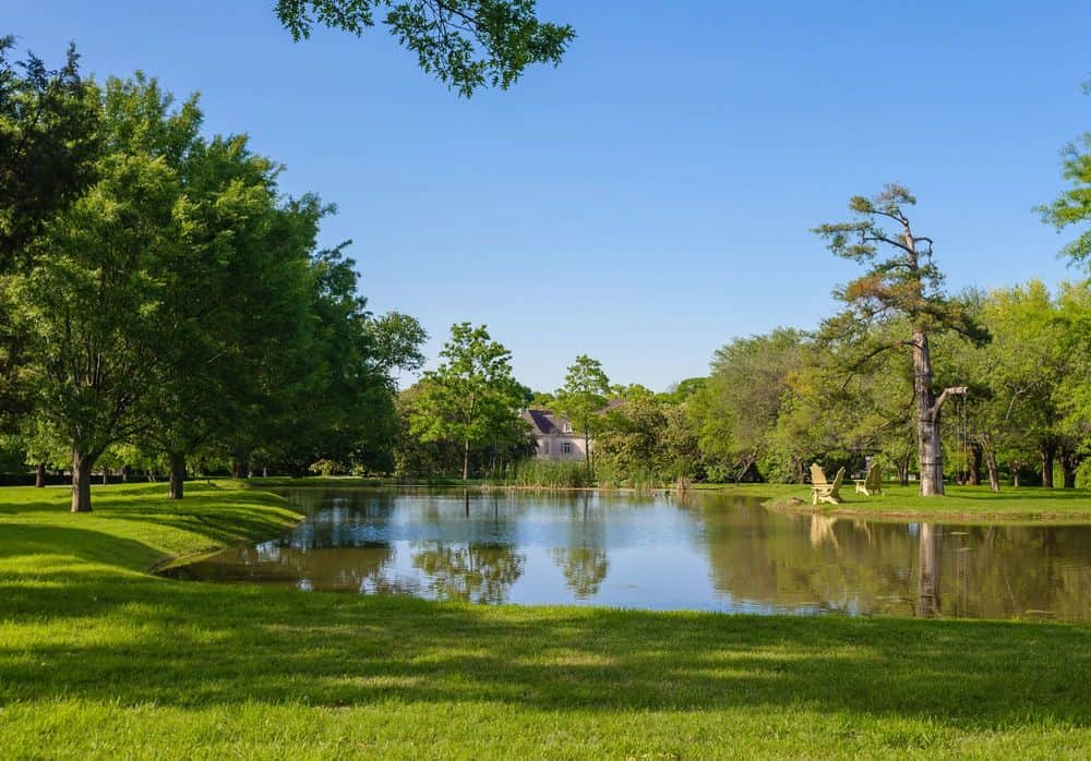 This is a part of the magnificent landscape surrounding the estate. There is a large creek at the back of the house surrounded by tall trees to make a perfect scenic view. Images courtesy of Toptenrealestatedeals.com.
