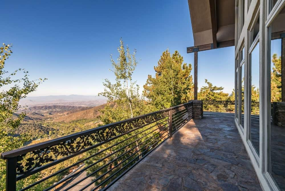 Here's a balcony overlooking a breathtaking surroundings. Images courtesy of Toptenrealestatedeals.com.