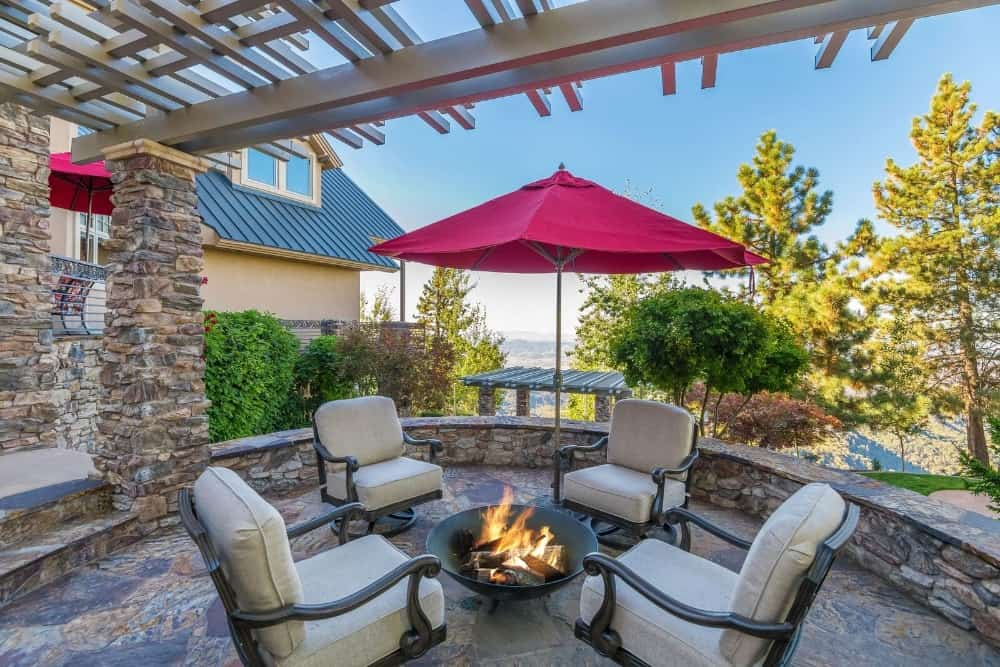 A fire pit surrounded by a set of cozy seats. Images courtesy of Toptenrealestatedeals.com.