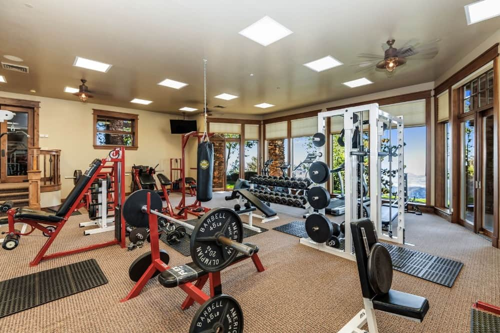 The mansion also boasts its large and fully, well-equipped home gym with thick carpet flooring. Images courtesy of Toptenrealestatedeals.com.