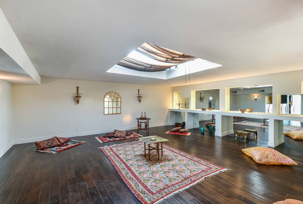 This beautiful room in the house has simple white walls, white ceiling and dark hardwood flooring. These are then complemented by the Mediterranean-style setup and the skylight above. Images courtesy of Toptenrealestatedeals.com.