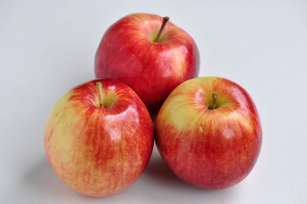 3 Empire apples
