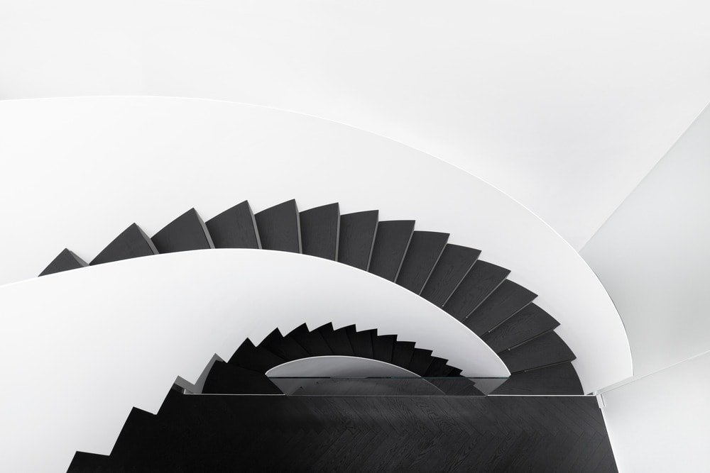 Looking down at the spiral staircase is also a feast for the eyes with its beautiful blend of black steps and white walls.