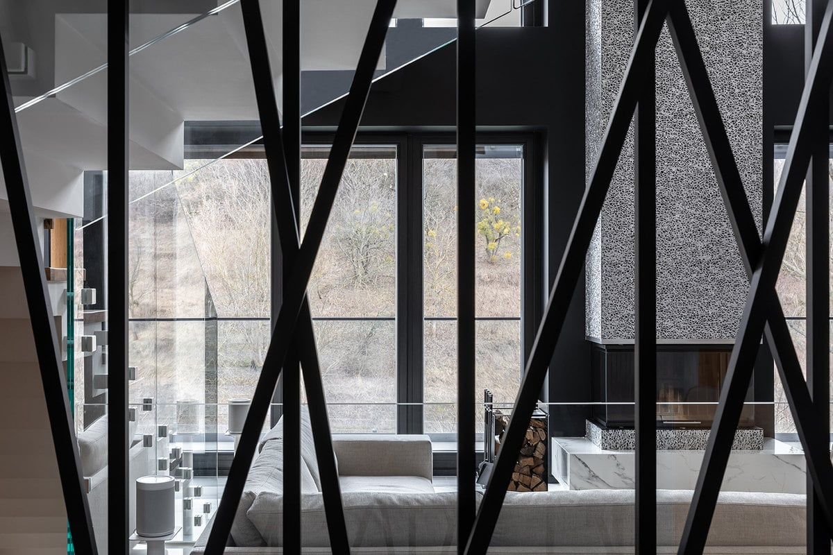 This also gives a clear view of the living room and straight on to the glass wall that showcases the landscape outside.