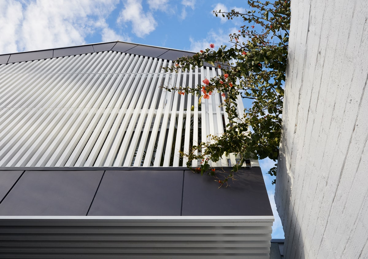 These white shutters of the balcony give a nice contrast to the matte black exterior wall panels of the second level of the house.