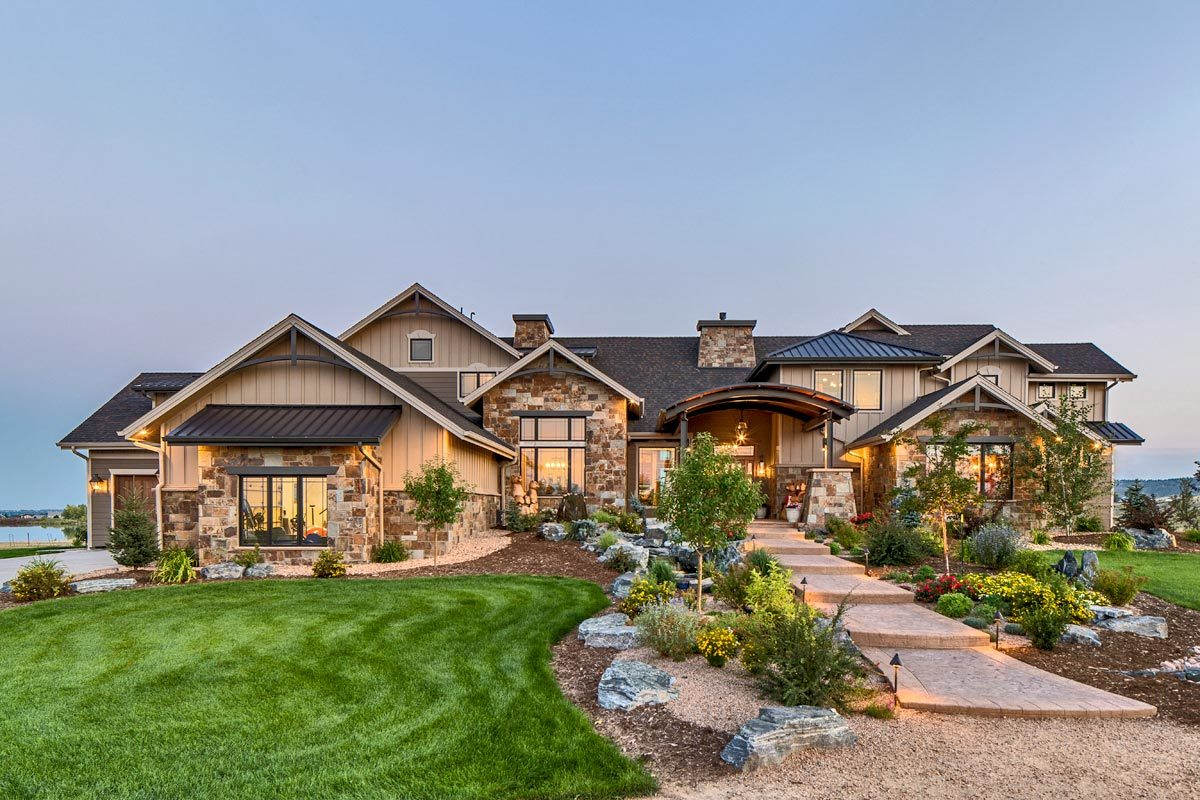 4-Bedroom Two-Story Mountain Home with First Floor Primary Suite