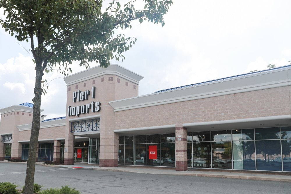 Pier 1 Imports store in strip mall