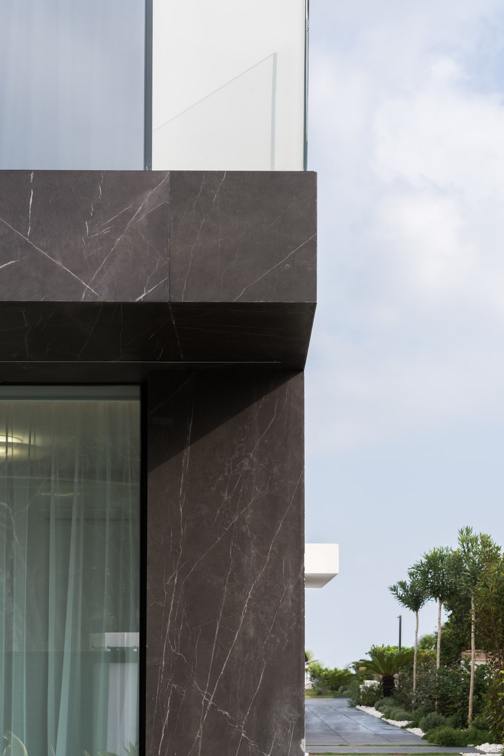 This close inspection of the exterior walls features the lovely pairing of this sophisticated dark material with the glass walls.