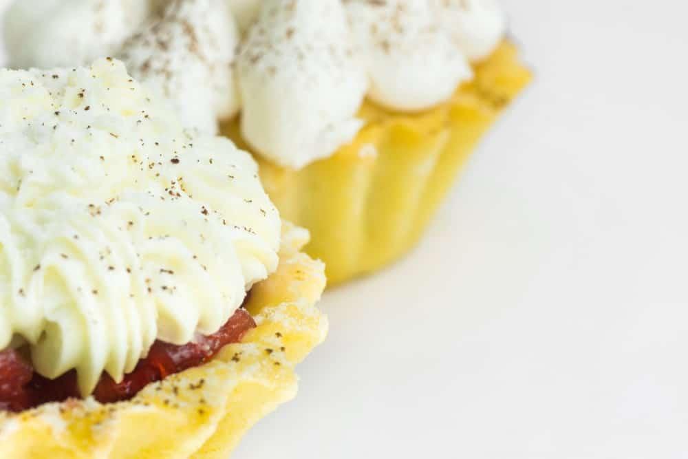 Mini shortbread tarts with Swiss meringue buttercream
