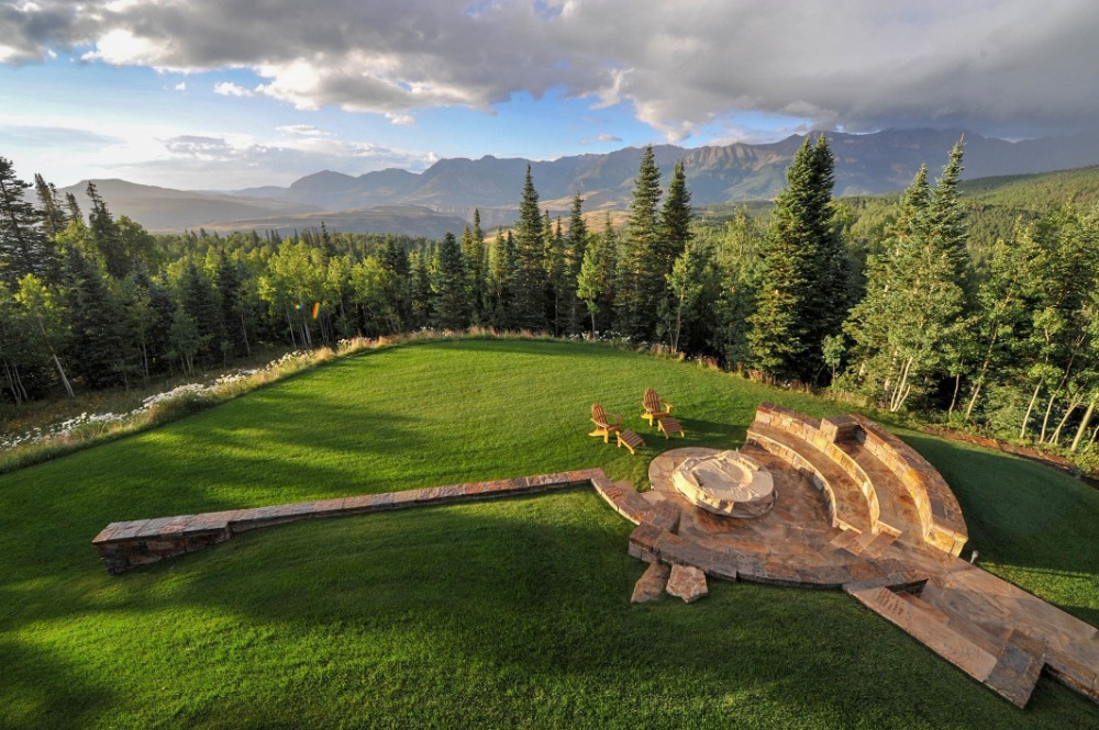 Aerial view of this stunning area inside the property. Images courtesy of Toptenrealestatedeals.com.