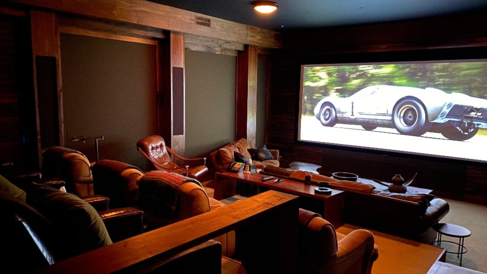 A home theater with a set of cozy sectional seats. Images courtesy of Toptenrealestatedeals.com.