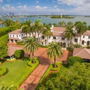 This is the aerial view of the gorgeous mansion festooned with tall tropical trees and lush landscaping to complement the terracotta tone of the driveway and roofs. Images courtesy of Toptenrealestatedeals.com.