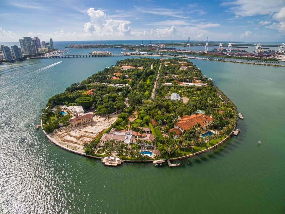 This is a farther aerial view of the whole island showcasing the mansion and its property at the very tip. Images courtesy of Toptenrealestatedeals.com.