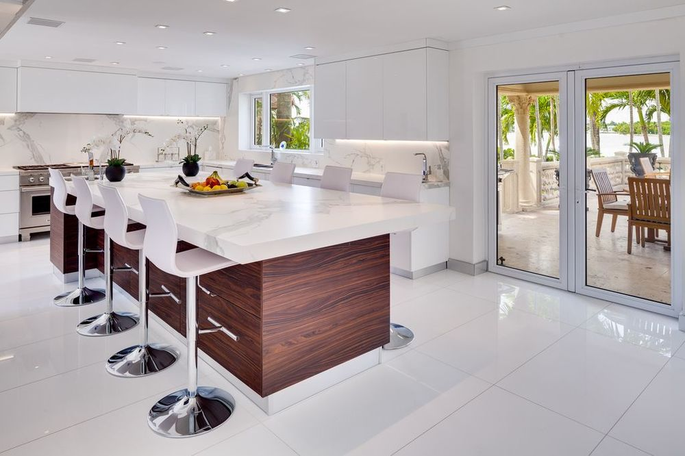 This is the lovely kitchen that has a large kitchen island paired with modern white stools for the breakfast bar. Images courtesy of Toptenrealestatedeals.com.