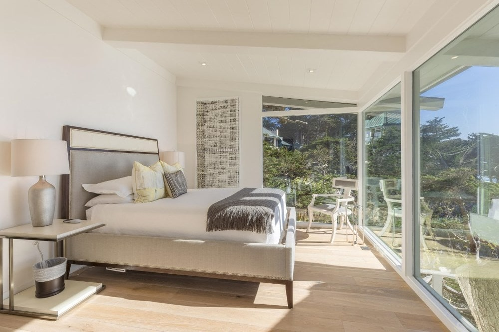 This bed has large glass walls that afford a sweeping view of the scenic ocean and the lush landscaping just outside. Images courtesy of Toptenrealestatedeals.com.