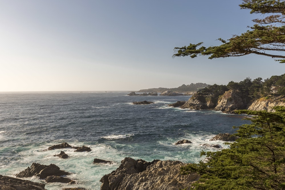 This is the beautiful sweeping view of the Pacific Ocean afforded by the two-tier viewing deck of the house. Images courtesy of Toptenrealestatedeals.com.