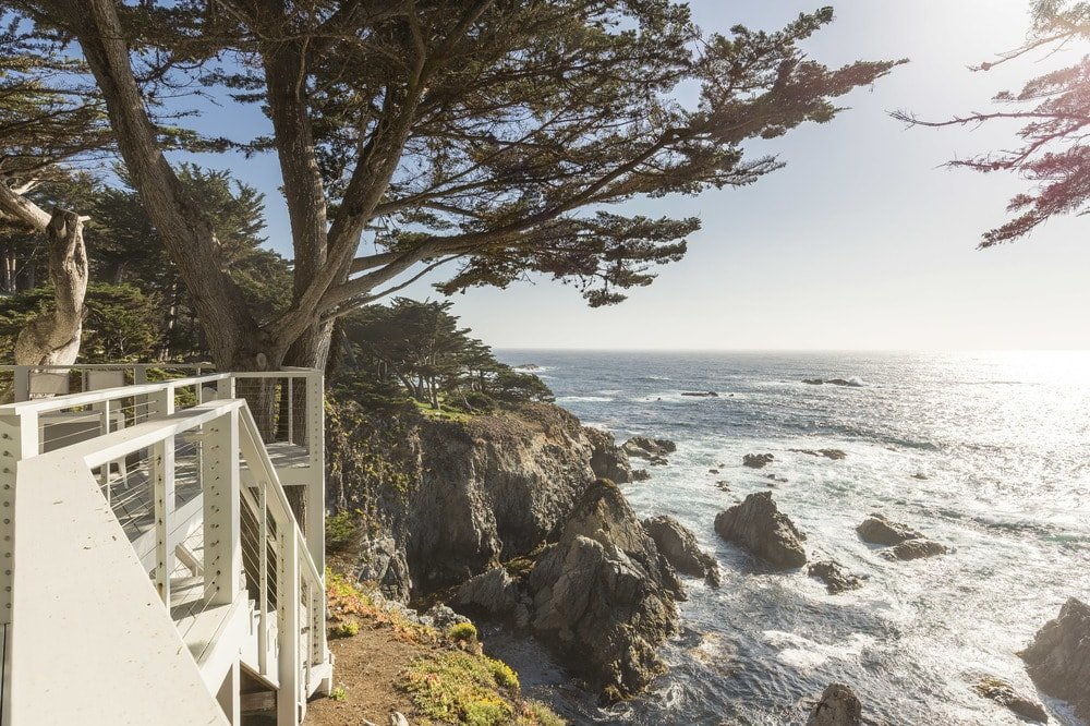 The viewing deck of the house has lovely railings that provide safety as well as maximize the view of the cliff over the ocean. Images courtesy of Toptenrealestatedeals.com.