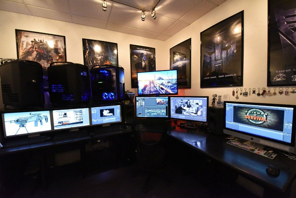Here's a computer studio with a set of multiple computers and monitors. The room's walls feature stylish framed wall decors. Images courtesy of Toptenrealestatedeals.com.