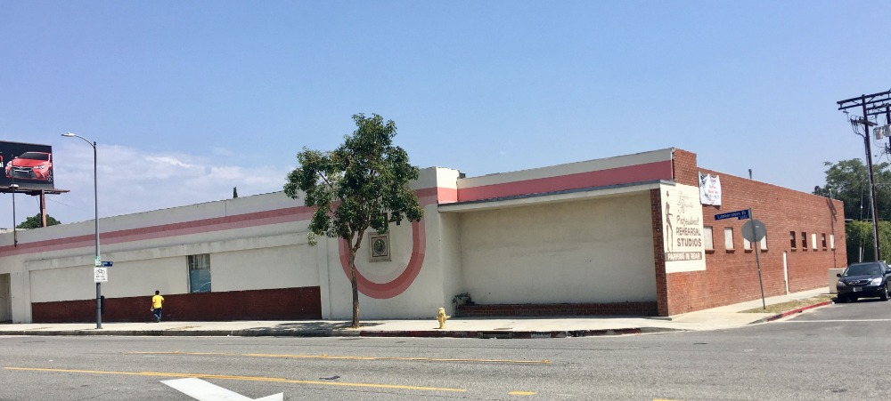 Outside view of the dance studio featuring its exterior. Images courtesy of Toptenrealestatedeals.com.