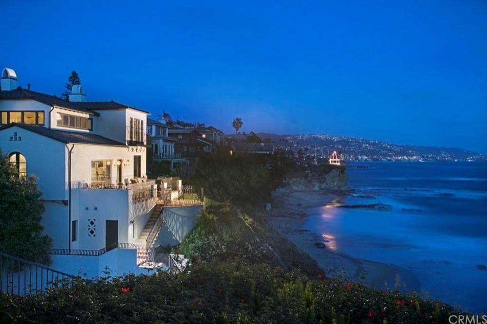 This is an aerial view of the back of the house that includes the beach. Here you can see the balcony that maximizes the gorgeous view of the ocean. Images courtesy of Toptenrealestatedeals.com.
