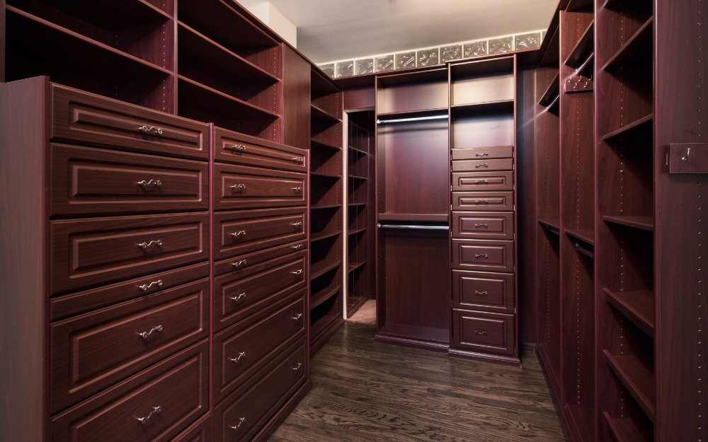Here's a look at the suite's personal walk-in closet. Images courtesy of Toptenrealestatedeals.com.