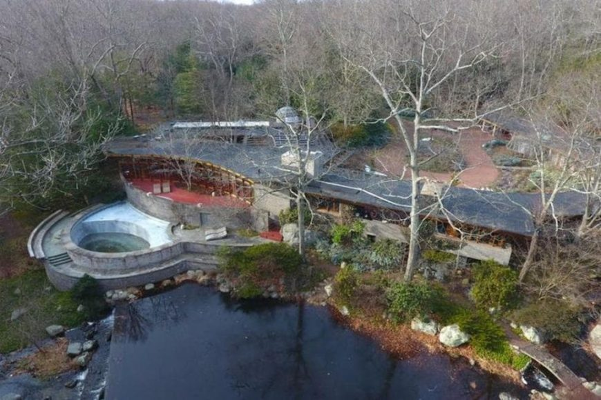 This is the aerial view of the beautiful house that is built on the river. On the side you can see the backyard pool along with the surrounding woodlands. Images courtesy of Toptenrealestatedeals.com.