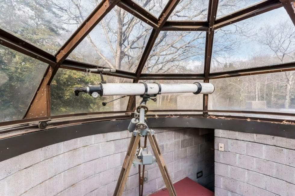 This is the rooftop observatory with glass panels to maximize viewing with the use of the telescope. Images courtesy of Toptenrealestatedeals.com.